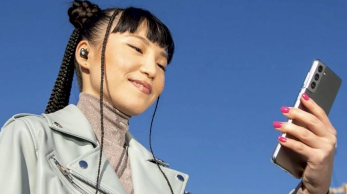 Apple Uses Galaxy S21 To Advertise The Latest Beats Studio Buds